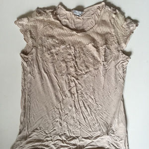 Cute top sz Medium Cream colo Tee shirt embroidery